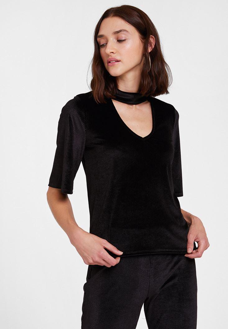 Siyah Yaka Detaylı Kadife Bluz