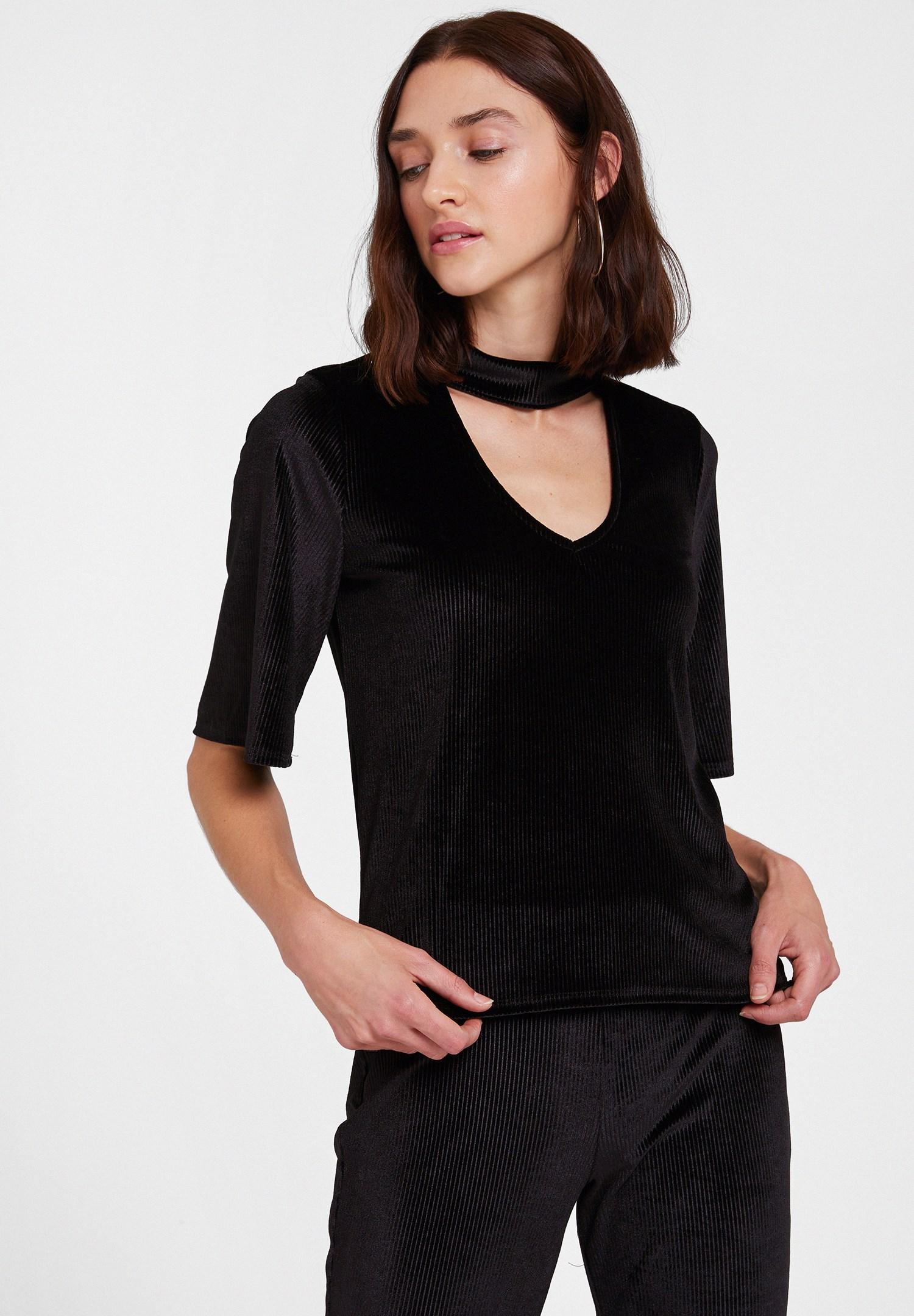 Bayan Siyah Yaka Detaylı Kadife Bluz