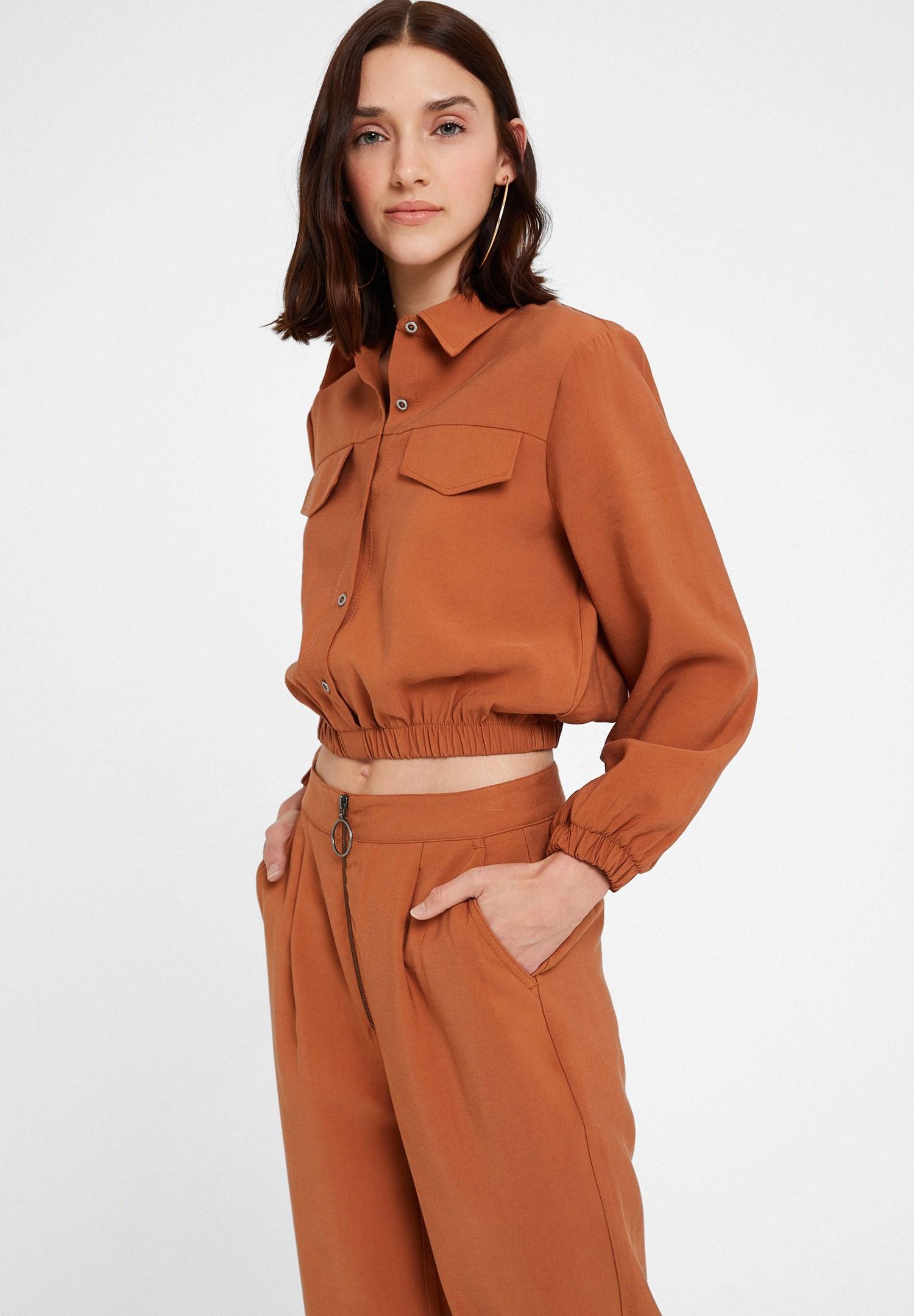 Bayan Kahverengi Büzgü Detaylı Cepli Gömlek