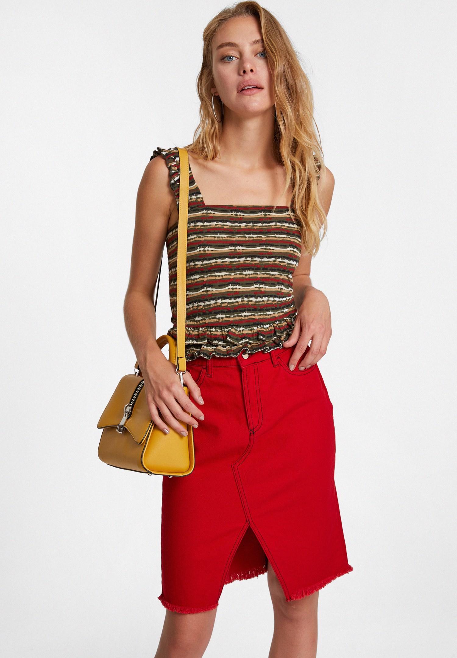 Bayan Çok Renkli Çizgili Desenli Fırfır Askılı Bluz