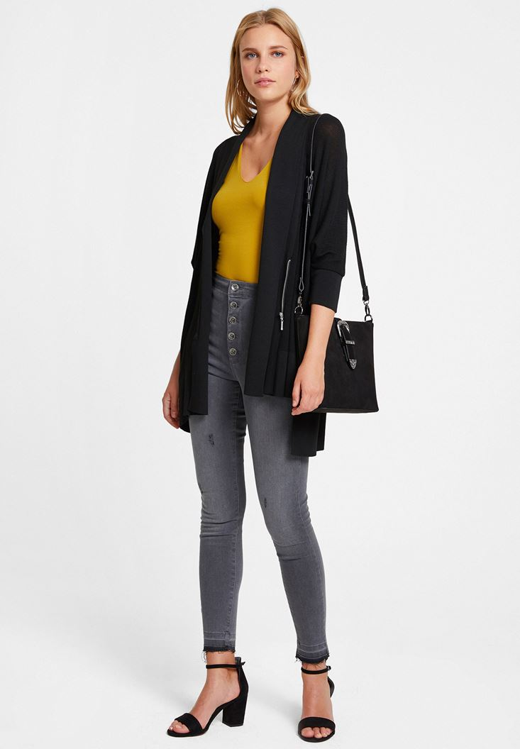Fermuar Detaylı Uzun Hırka ve Denim Pantolon Kombini