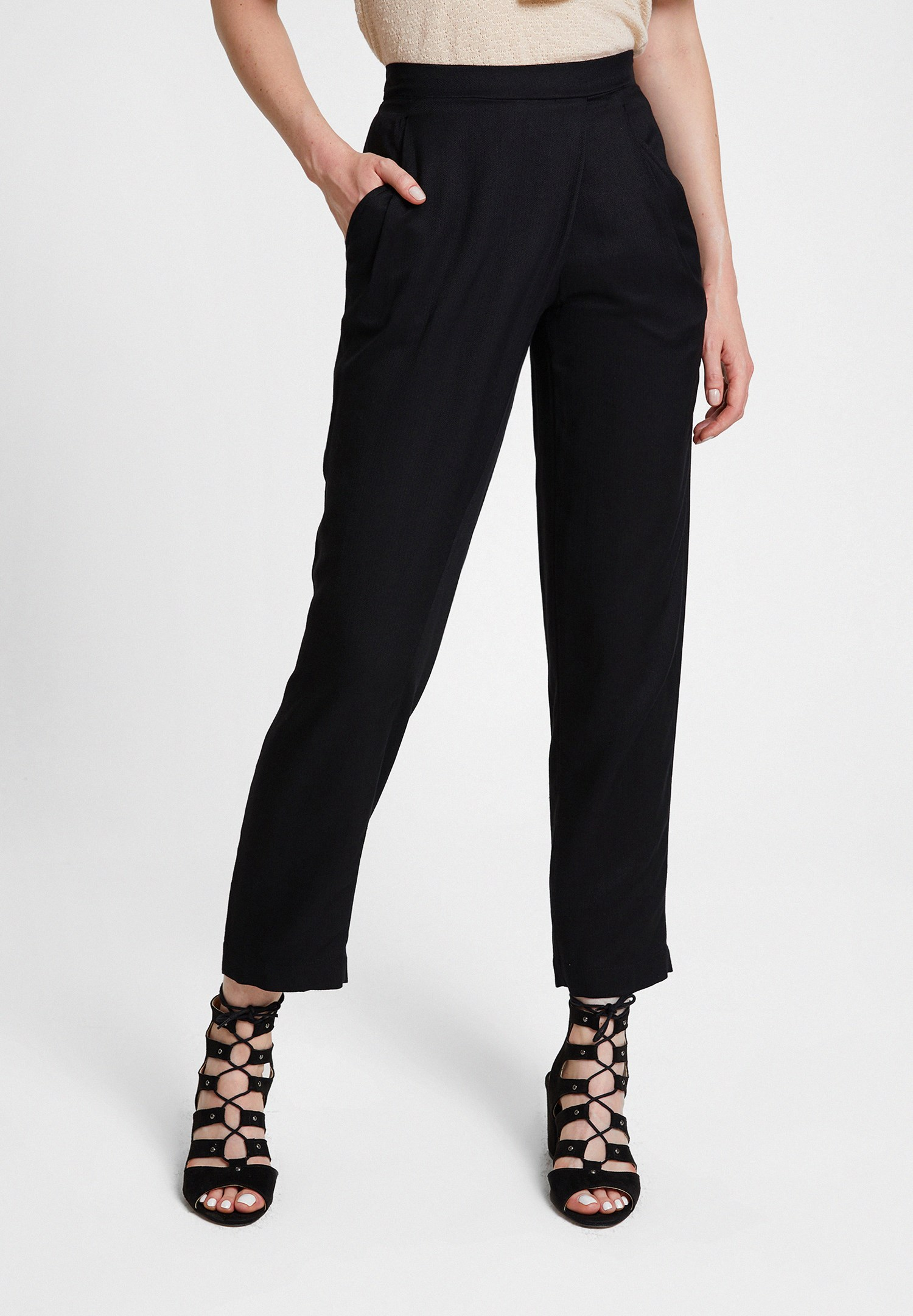 Bayan Siyah Beli Lastik Detaylı Cepli Bol Pantolon