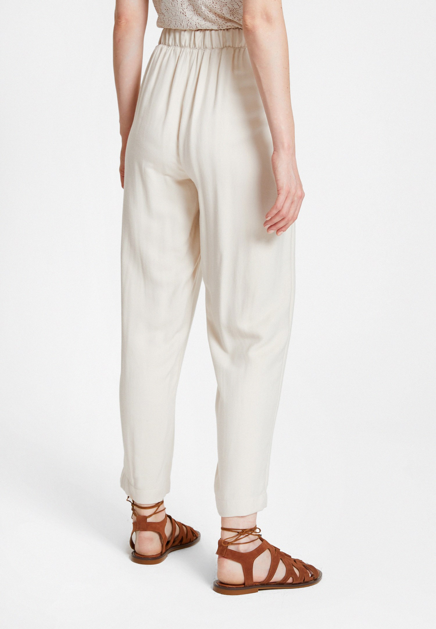 Bayan Krem Beli Lastik Detaylı Cepli Bol Pantolon