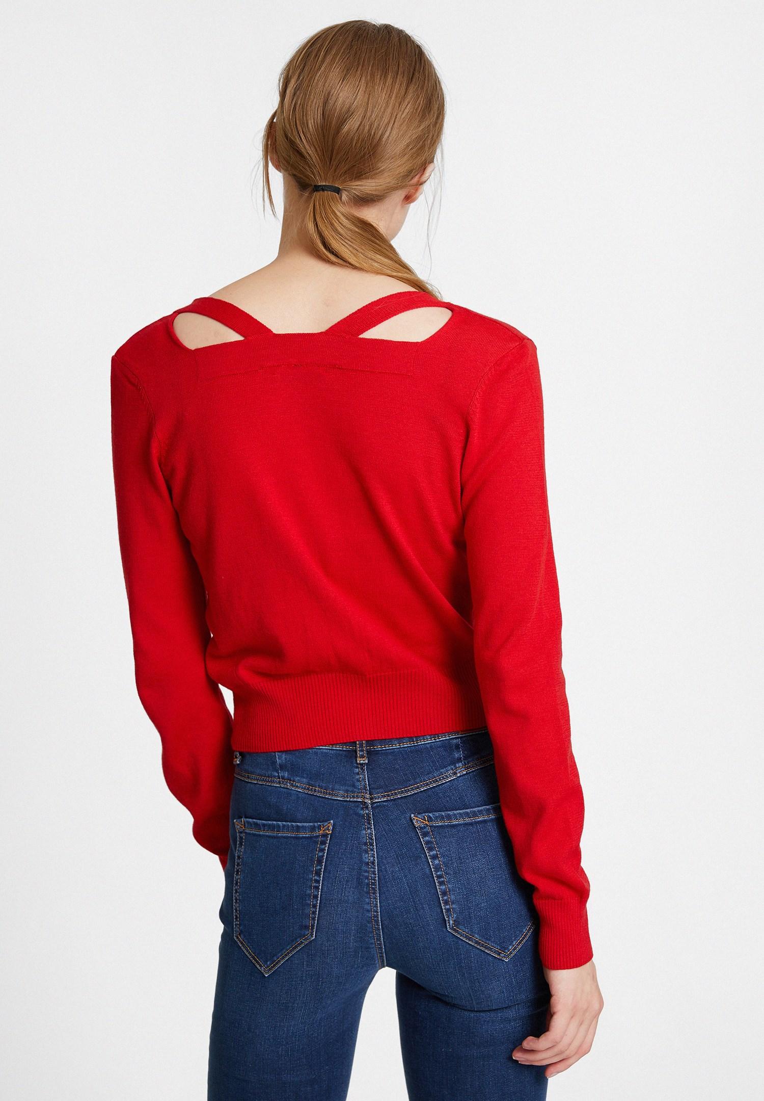Bayan Kırmızı Yakası Kesik Detaylı Kısa Hırka