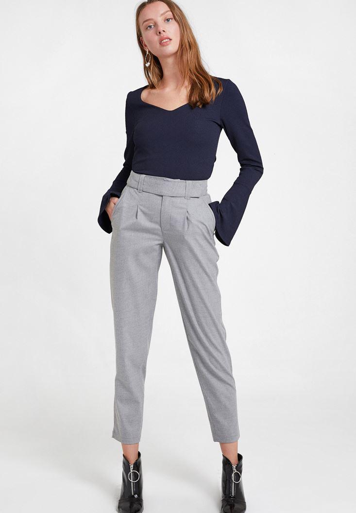Gri Cepli Kemer Detaylı Pantolon
