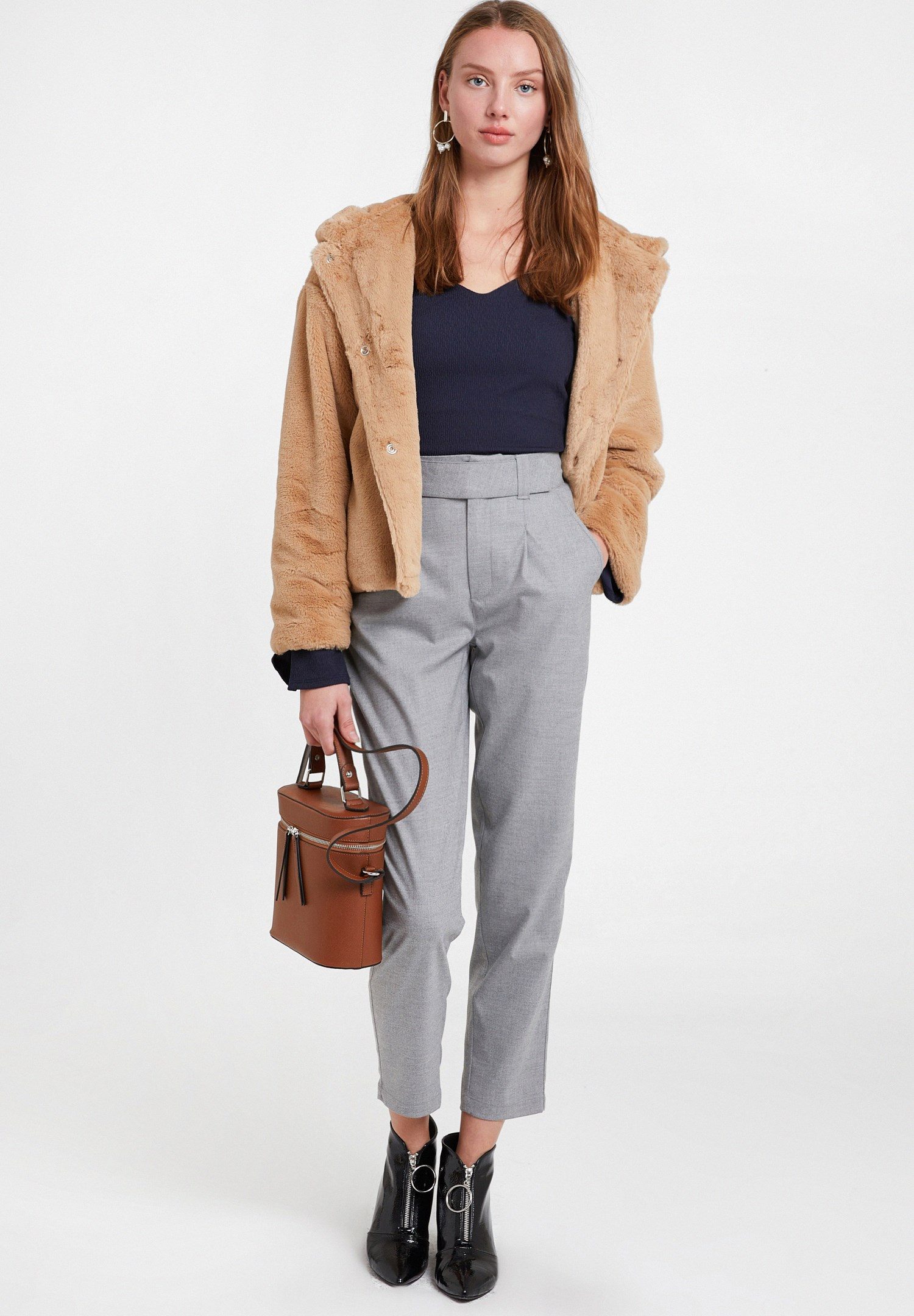 Women Grey Trousers with Pockets and Belt Detail