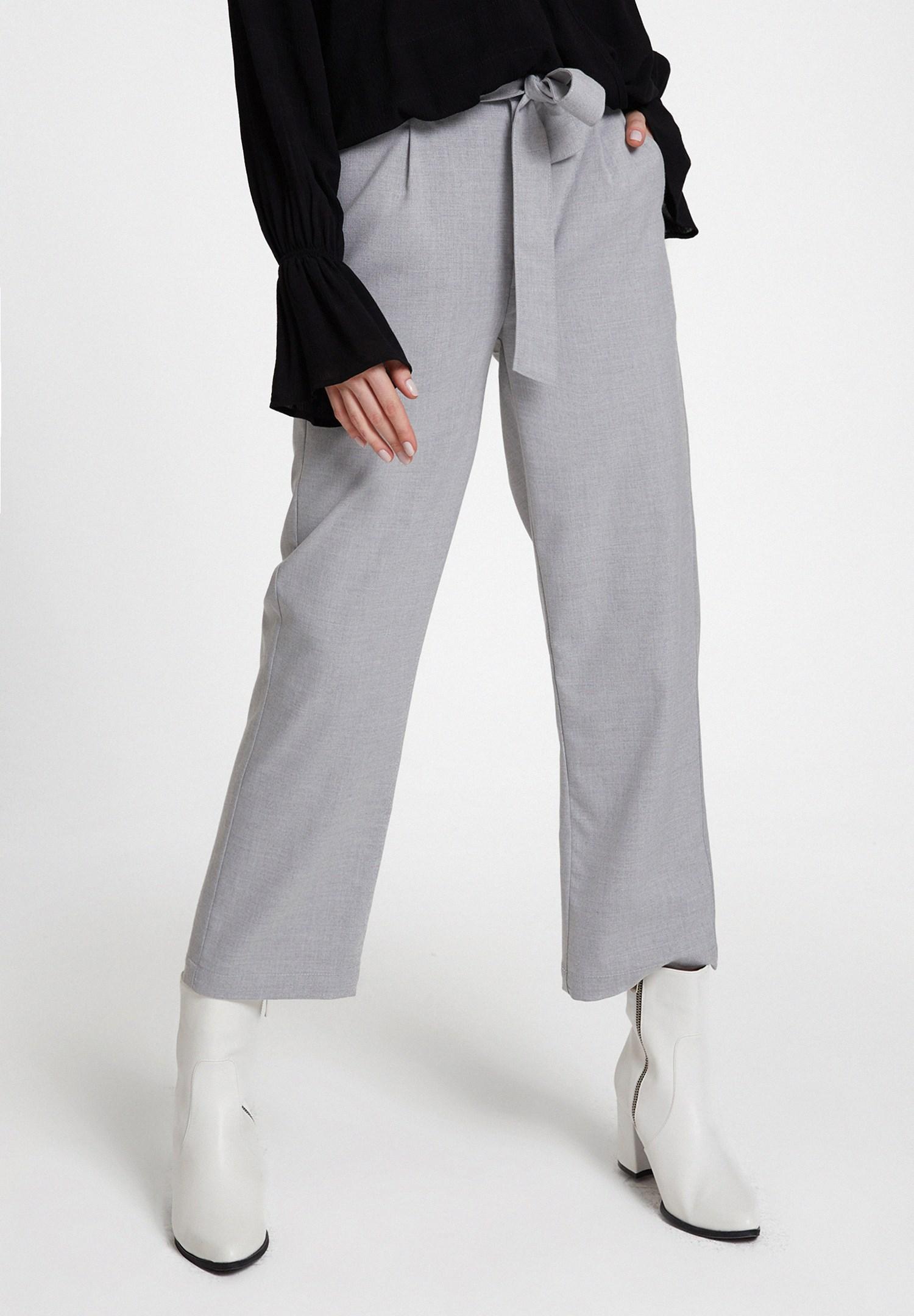 Bayan Gri Beli Bağlamalı Cep Detaylı Bol Pantolon
