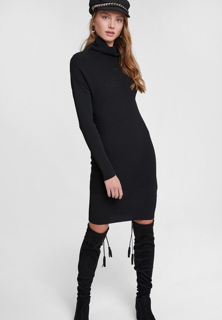 Black Knitted Dress with Neck