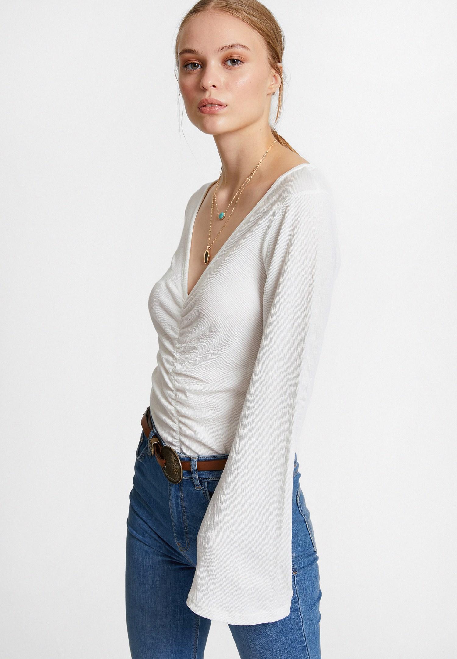 Bayan Krem Büzgülü Flare Kol Bluz