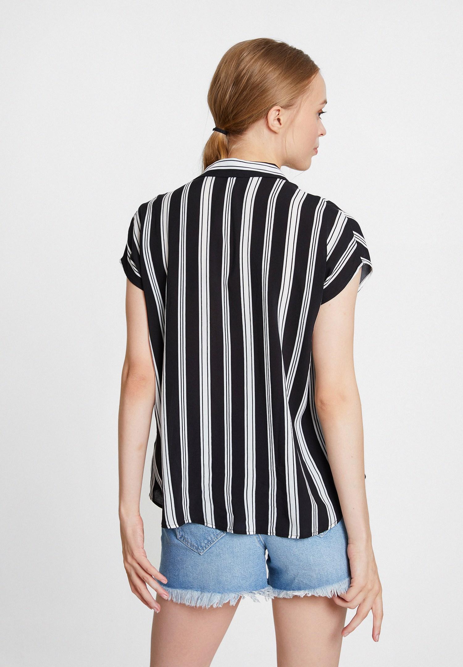 Bayan Siyah Karışık Desenli Kısa Kollu Gömlek