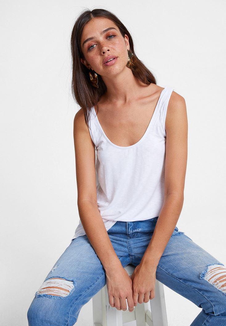 Beyaz Asimetrik Kesim Askı Detaylı Bluz
