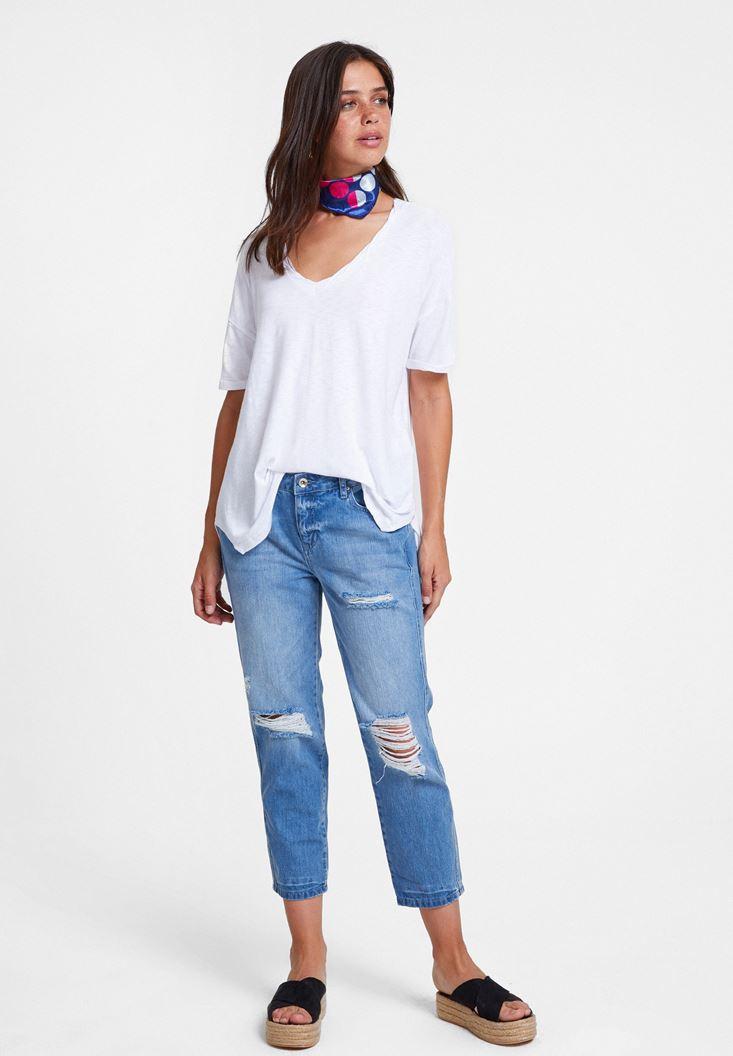 Beyaz Tişört ve Girlfriend Jean Kombini
