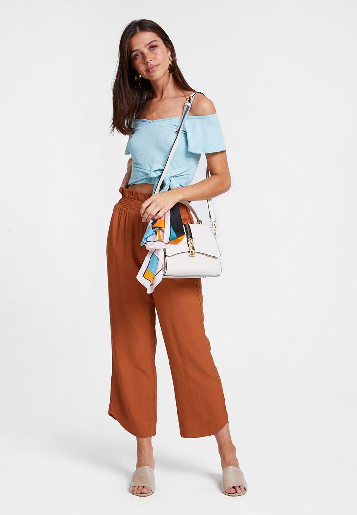 Kahverengi Pantolon ve Mavi Bluz Kombini