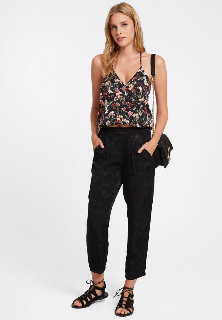 Çiçek Desenli Bluz ve Siyah Pantolon Kombini