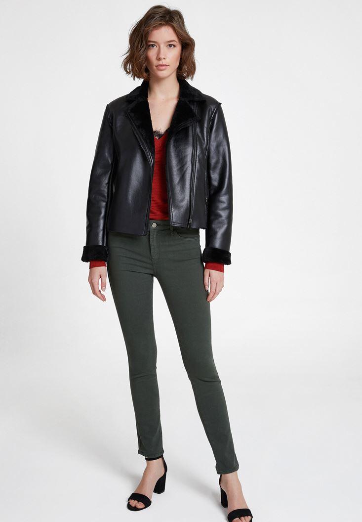 Yeşil Pantolon ve Siyah Deri Ceket Kombini