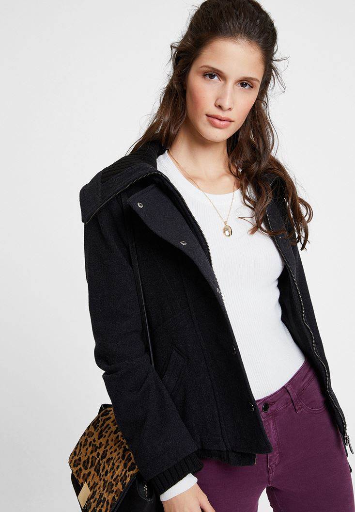 Siyah Yün Karışımlı Kısa Ceket