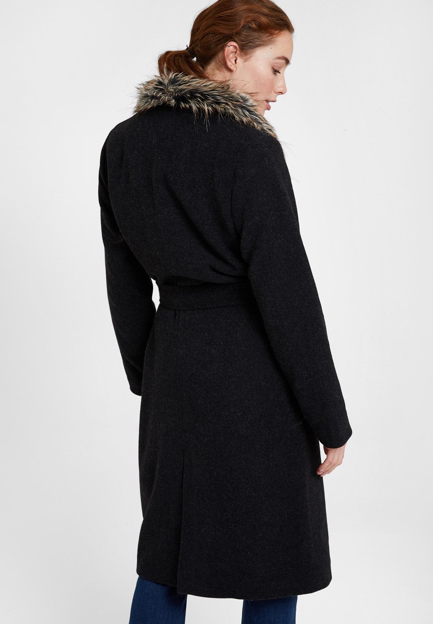 Bayan Siyah Kürk Yakalı Kemerli Uzun Kaban