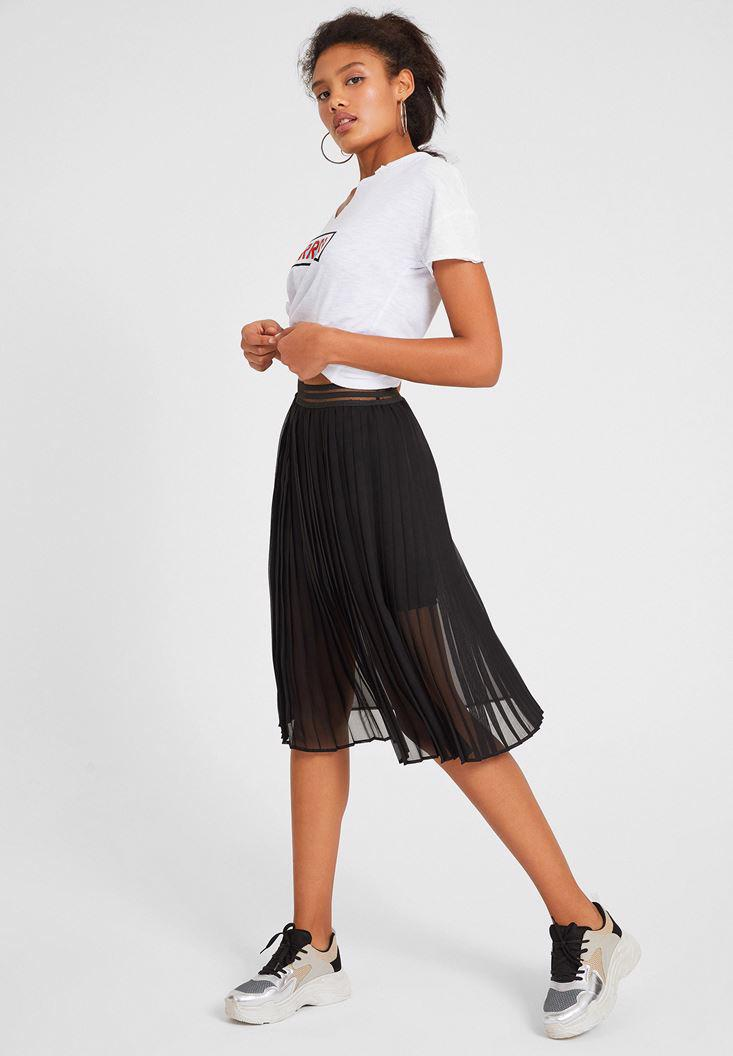 Women Black Pleated Skirt with Waistband Detail