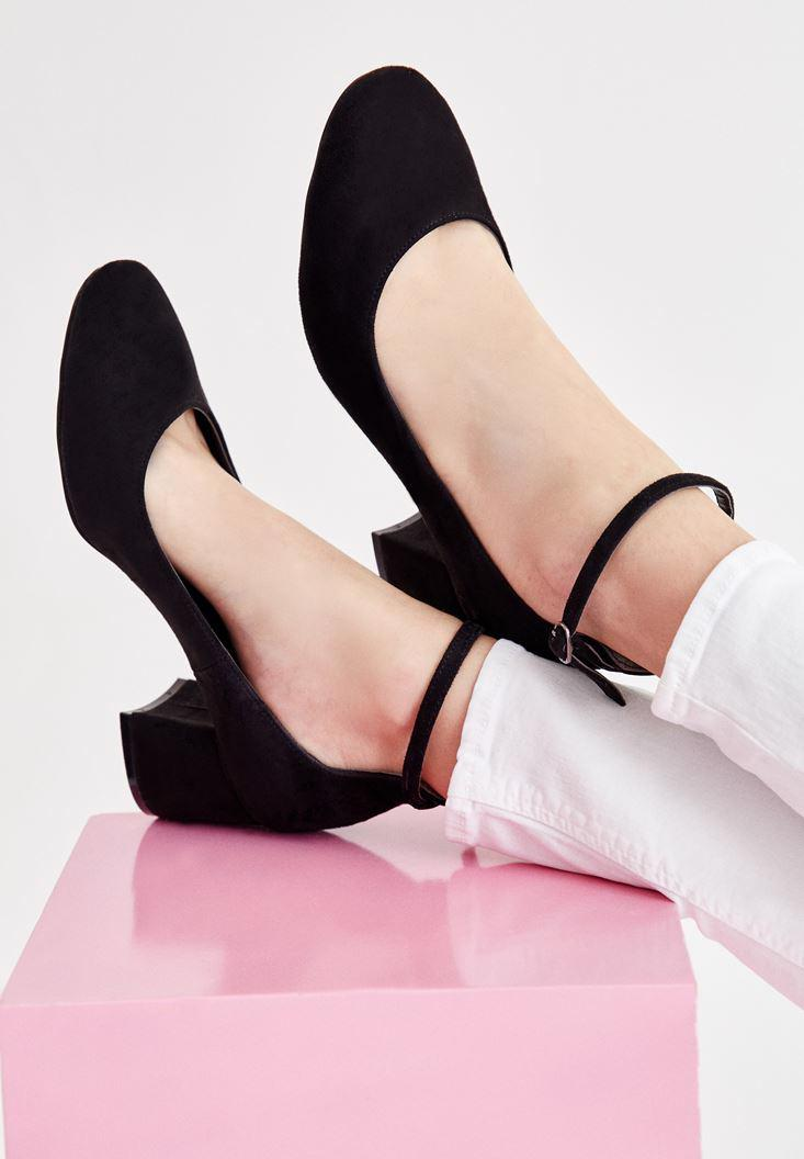 Bayan Siyah Topuklu Toka Detaylı Ayakkabı