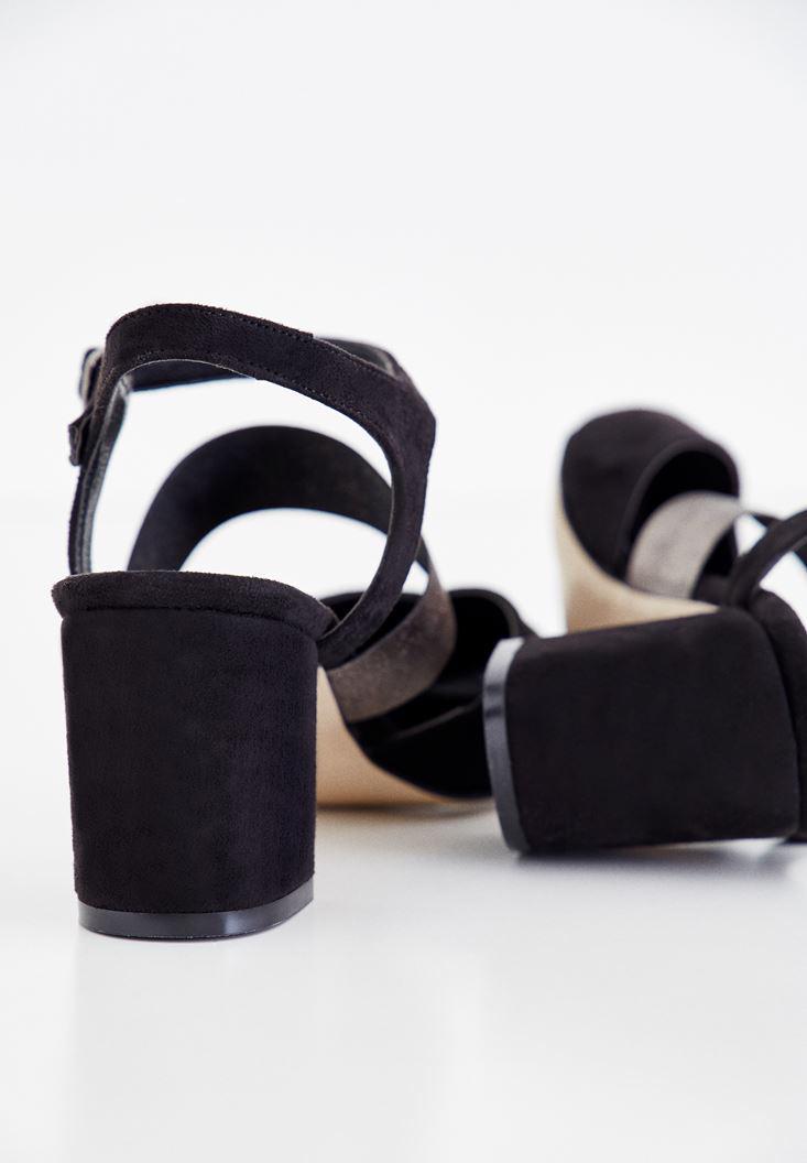 Bayan Siyah Parlak Detaylı Topuklu Ayakkabı