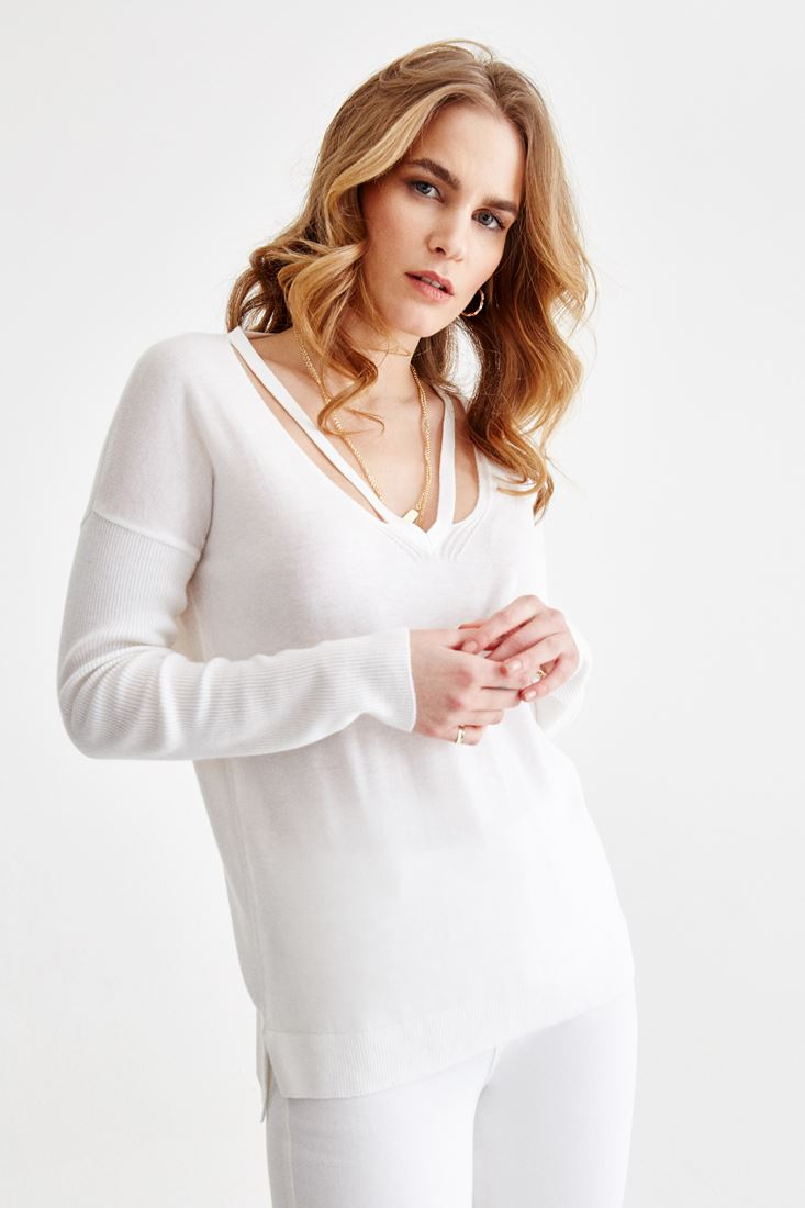 Cream V Neck Knitwear with Back Detailed