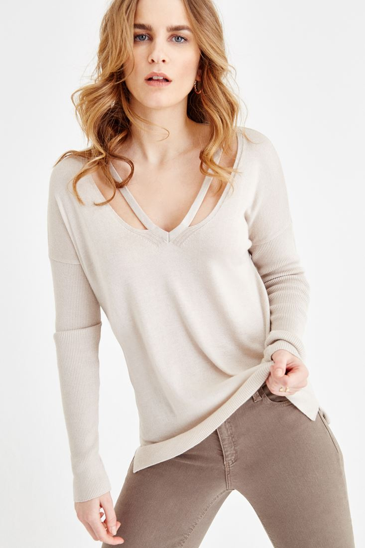 Grey V Neck Knitwear with Back Detailed