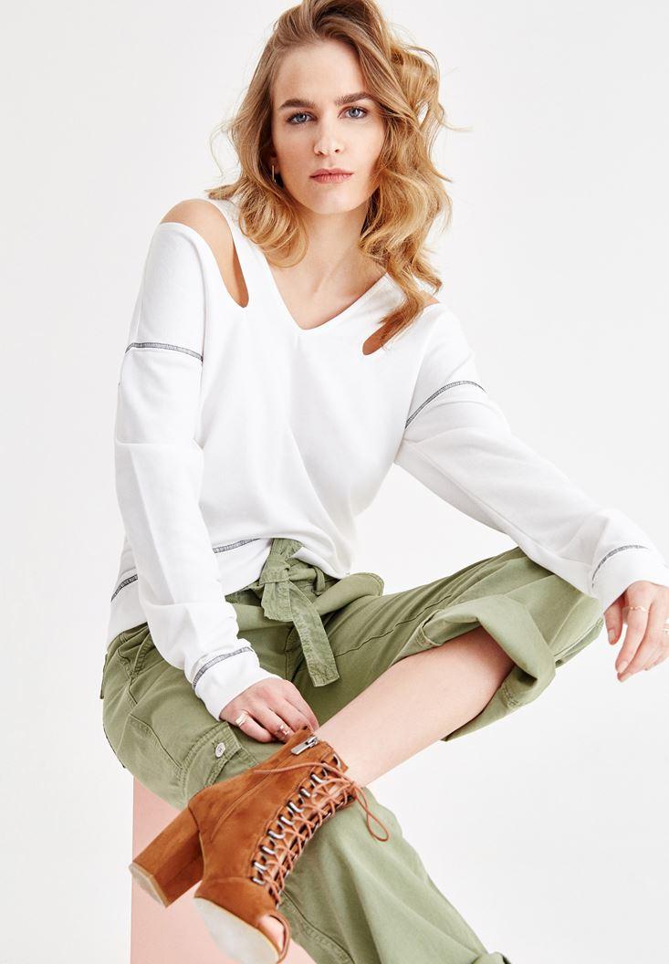 Krem V Yaka Omuz Detaylı Sweatshirt