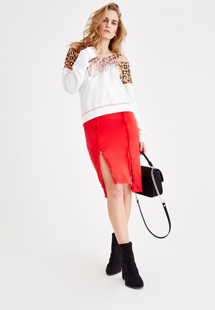 Kırmızı Etek ve Sweatshirt Kombini