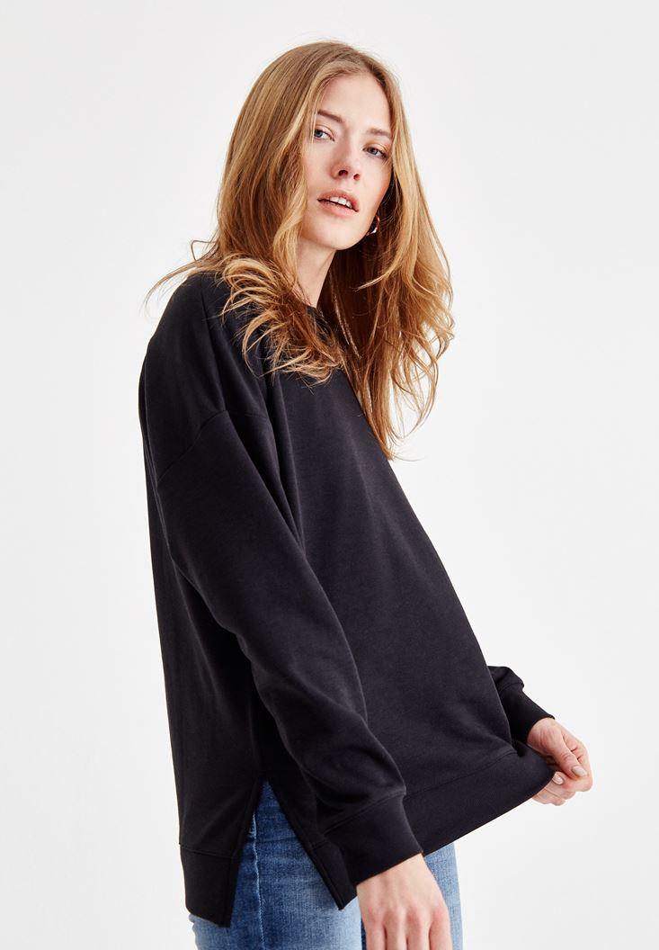 Siyah Yanları Yırtmaç Detaylı Sweatshirt