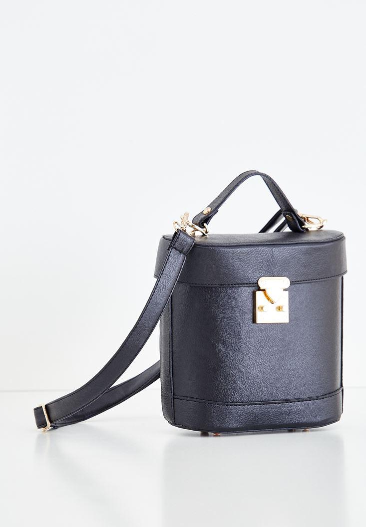 Dikiş Detaylı Askılı Kutu Çanta
