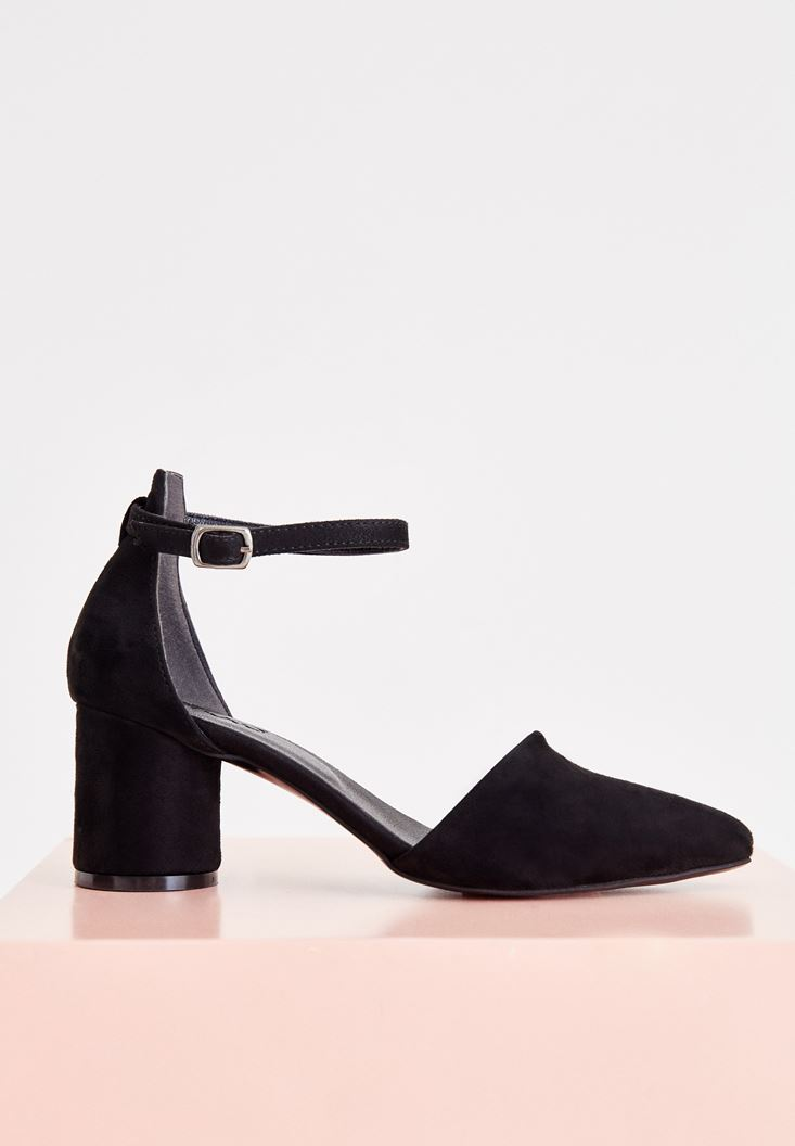 Black High Heel Shoes with Buckle Details