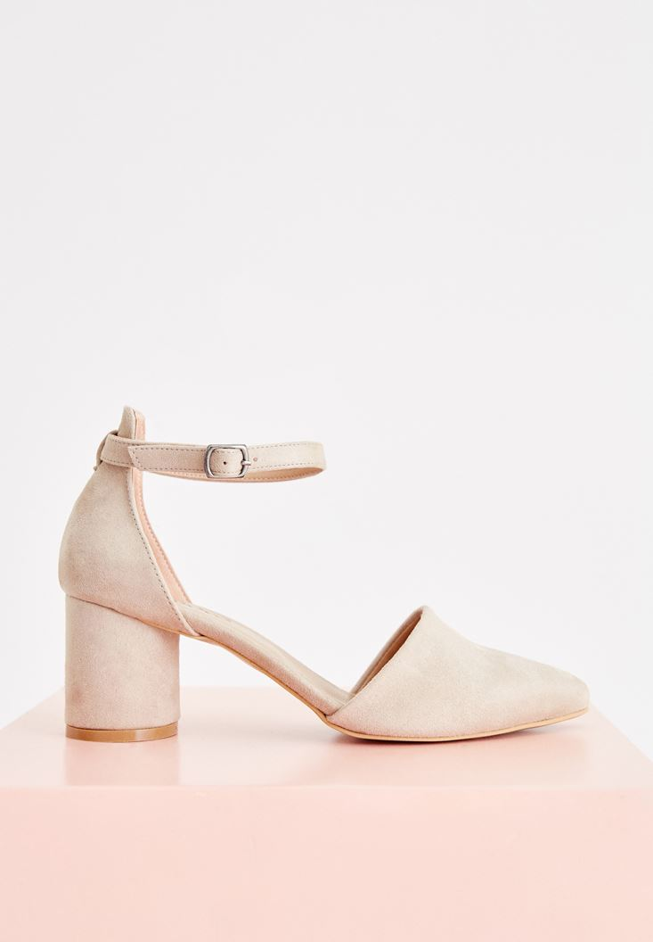 Cream High Heel Shoes with Buckle Details