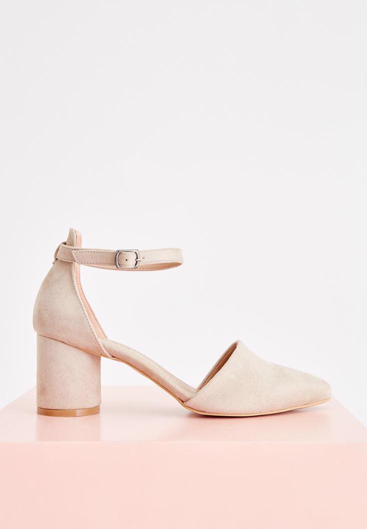 Bayan Krem Toka Detaylı Yuvarlak Topuklu Ayakkabı