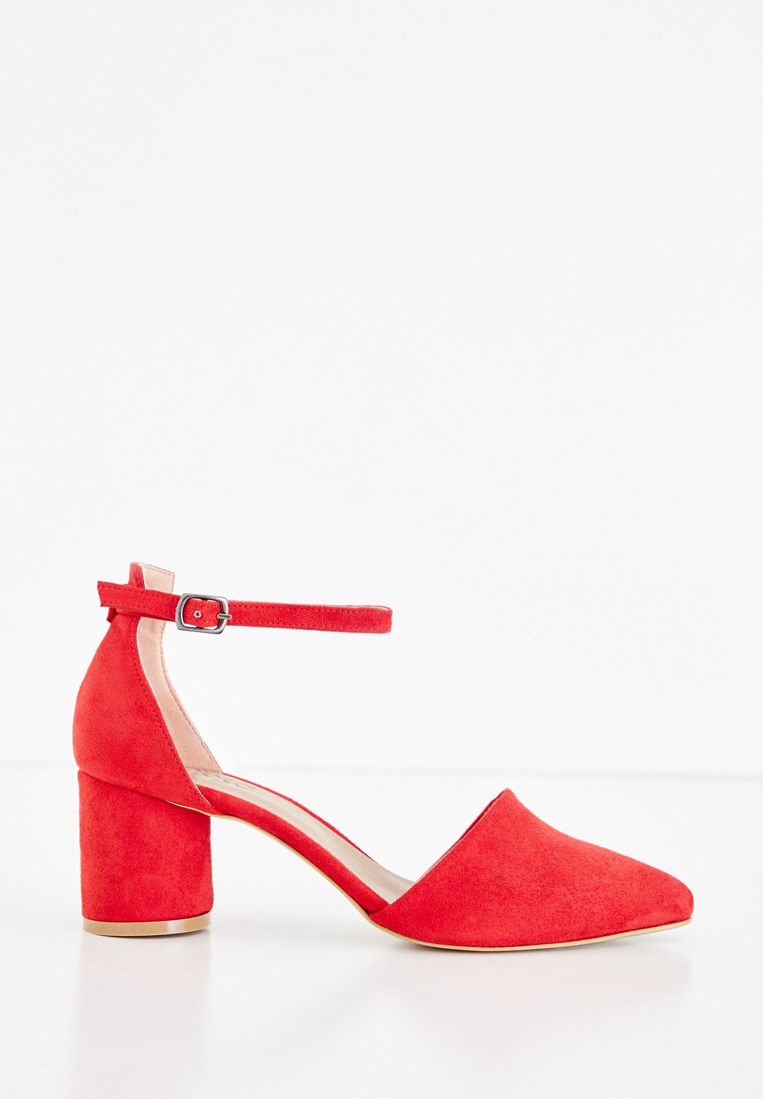 Bayan Kırmızı Toka Detaylı Yuvarlak Topuklu Ayakkabı