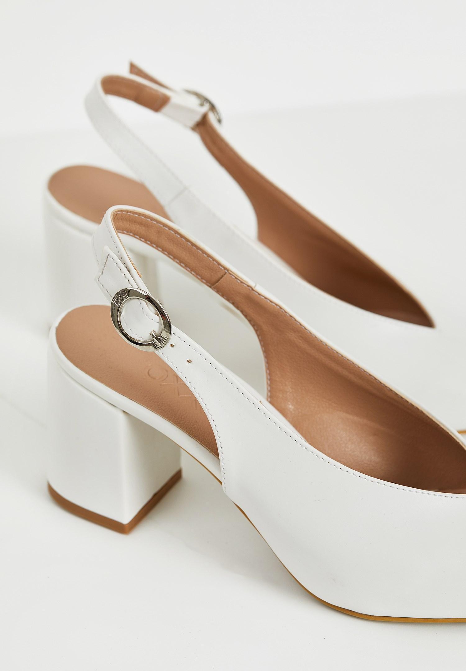 Bayan Beyaz Kalın Topuklu Sivri Burun Ayakkabı