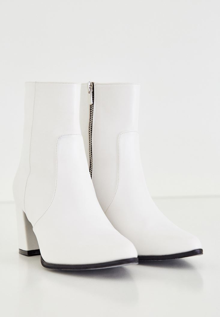 White Heeled Boot With Zipper Detailed