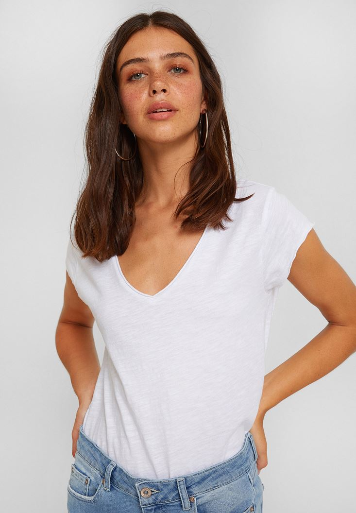 Beyaz V Yaka Kısa Kollu Pamuk Tişört