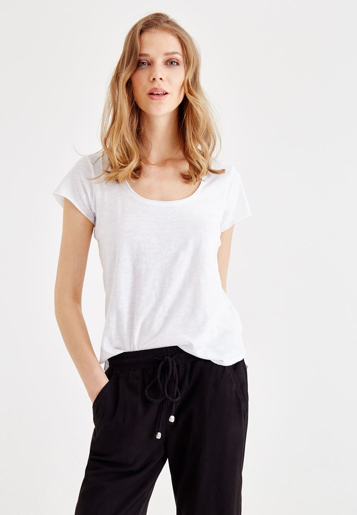 Beyaz U Yaka Basic Tişört