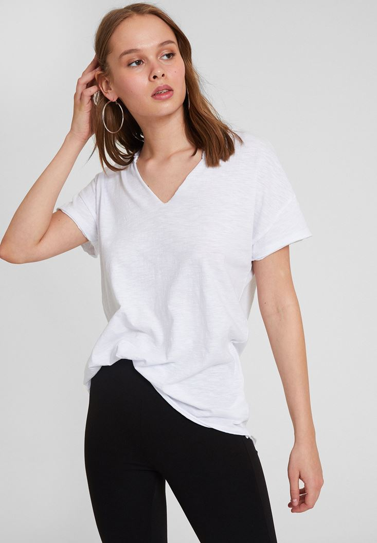 White Basic T-shirt with V Neck Details