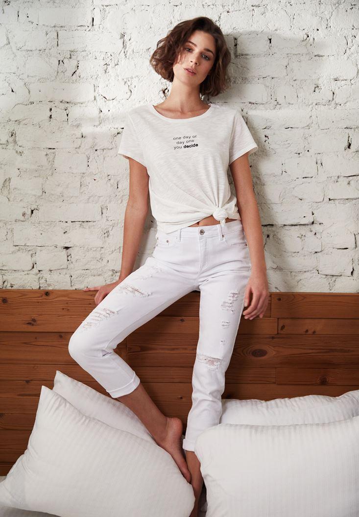 Beyaz Düşük Bel Yırtık Detaylı Girlfriend Jean