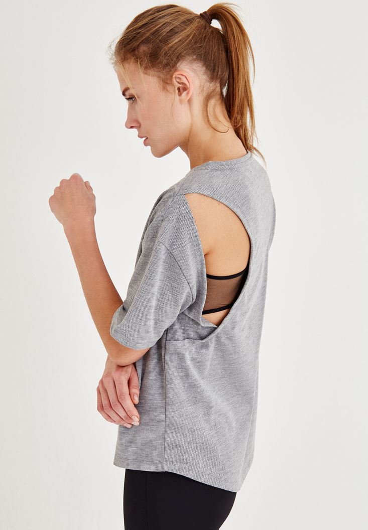 Bayan Gri Sırtı Açık Slogan Detaylı Tişört