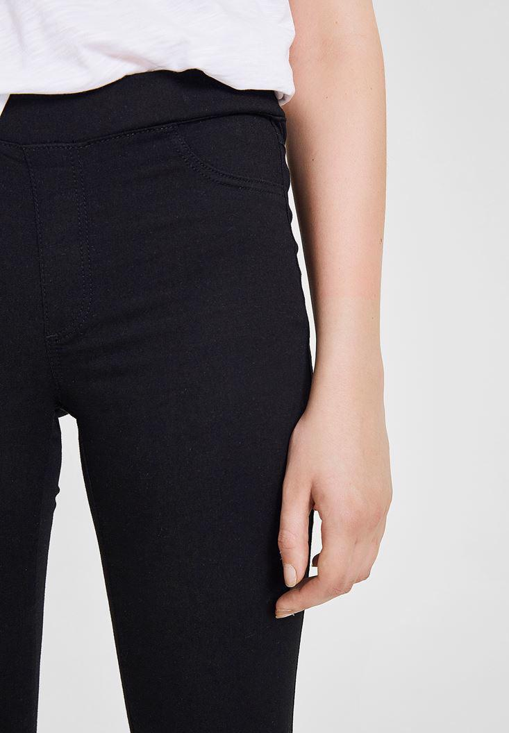 Women Black Jegging with Low Rise Details