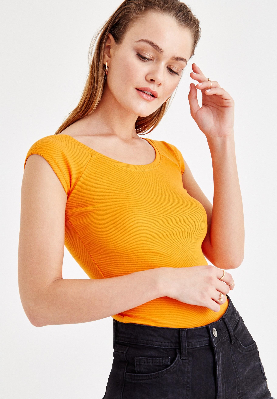 Bayan Turuncu Basic Bot Yaka Tişört