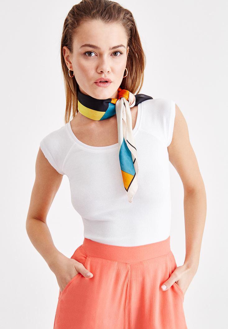 Bayan Beyaz Basic Bot Yaka Tişört