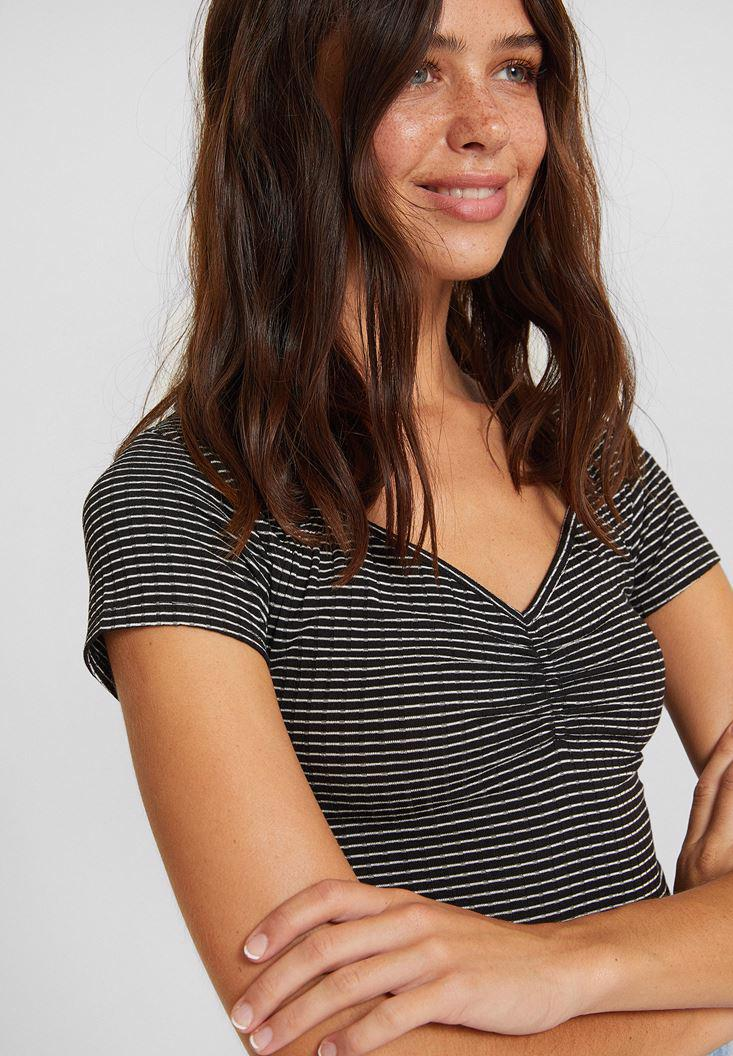 Bayan Çok Renkli Çizgili Yaka Detaylı Tişört