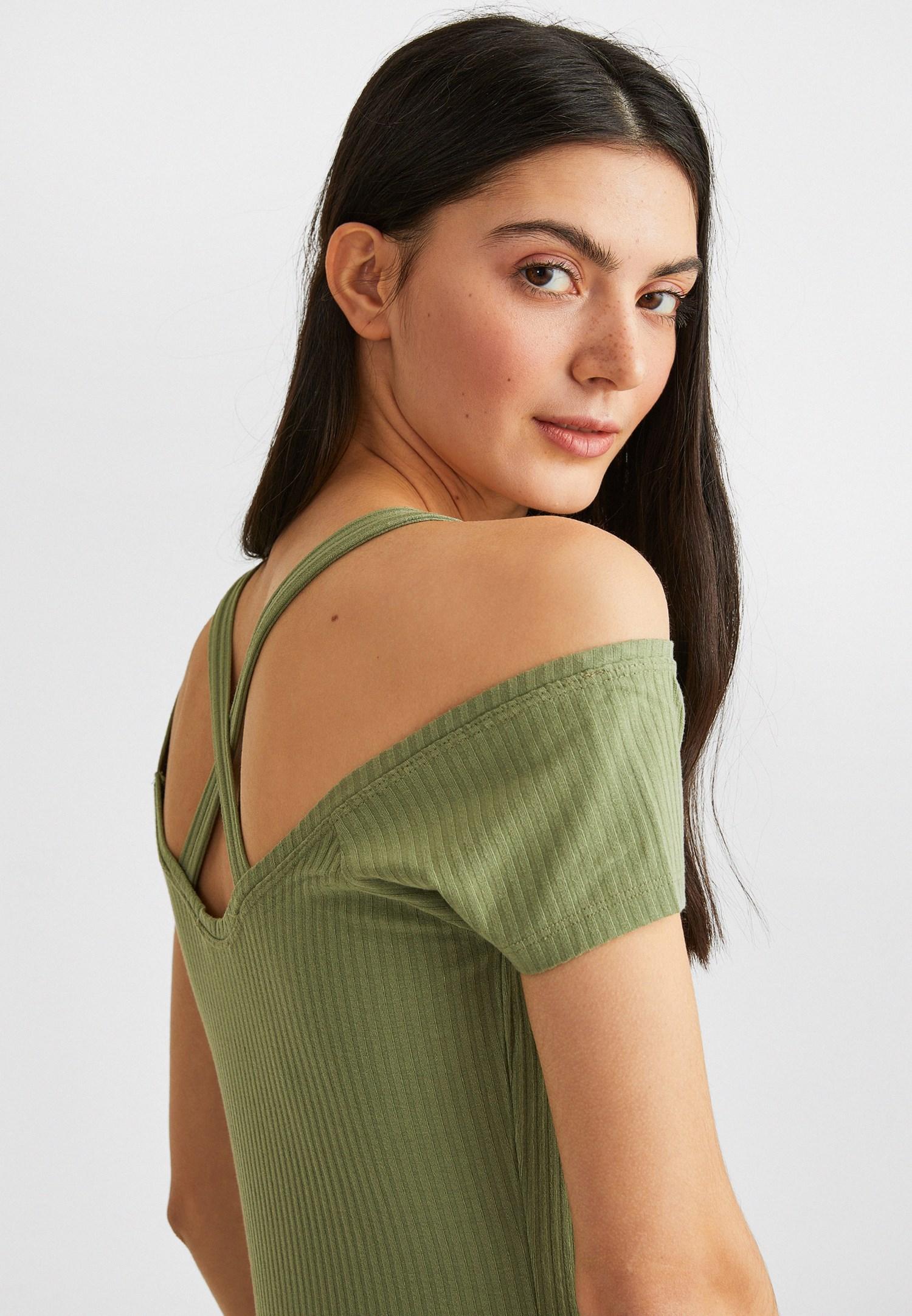 Bayan Yeşil Sırtı Biye Detaylı Tişört