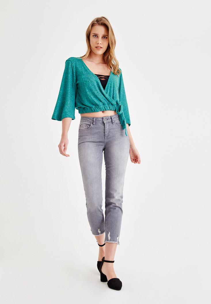 Yeşil Kruvaze Bluz ve Gri Pantolon Kombini