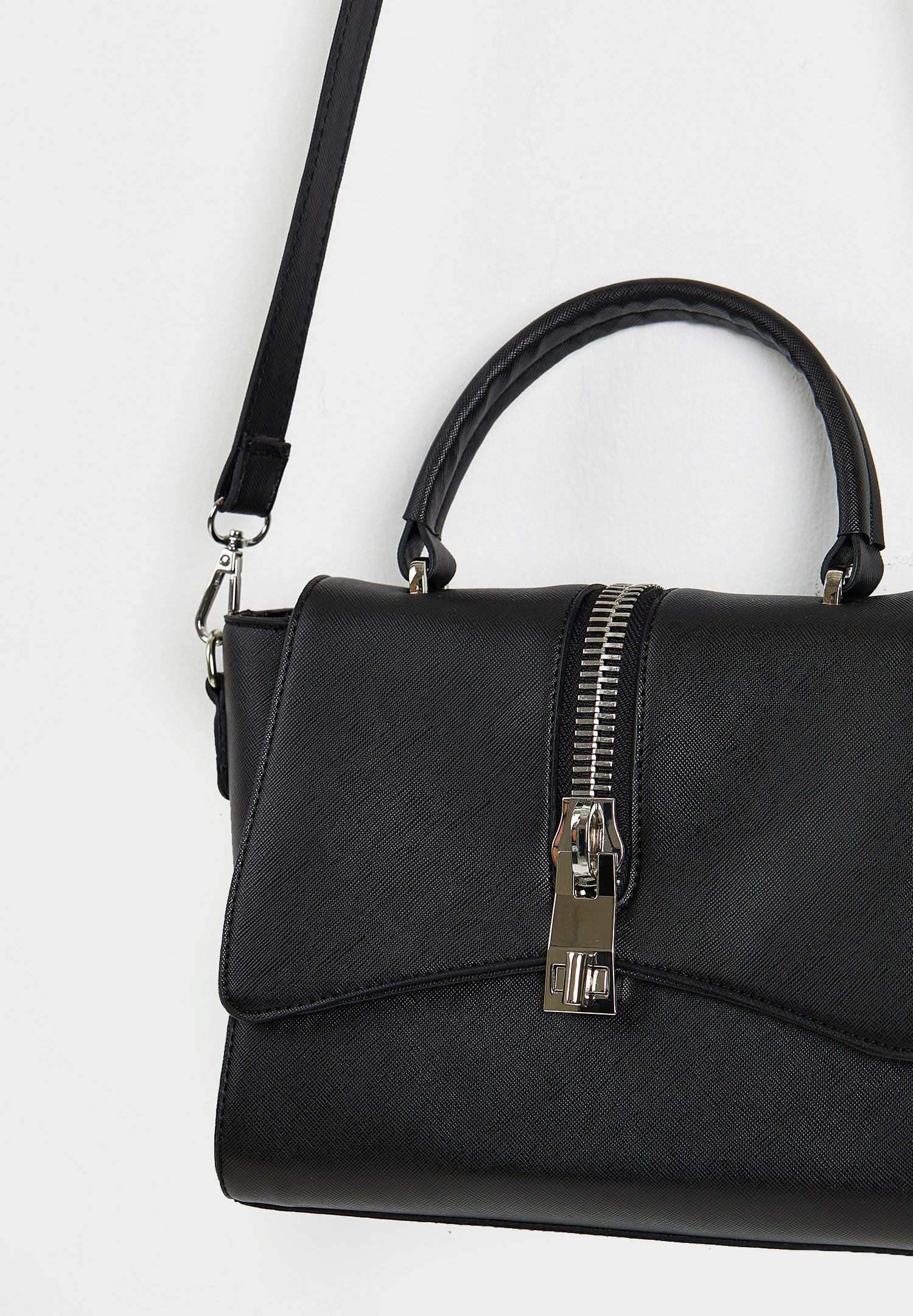 Bayan Siyah Detaylı Çapraz Askılı Çanta