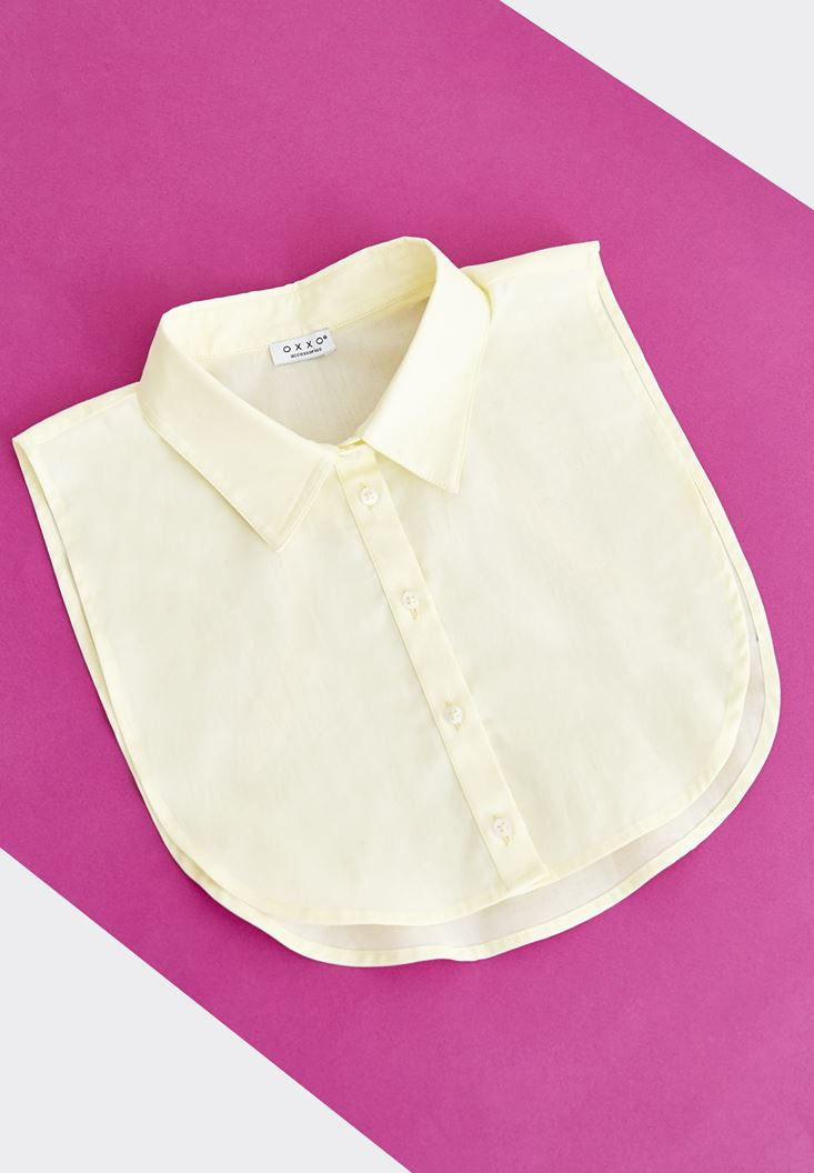 Sarı Düğmeli Gömlek Yakası