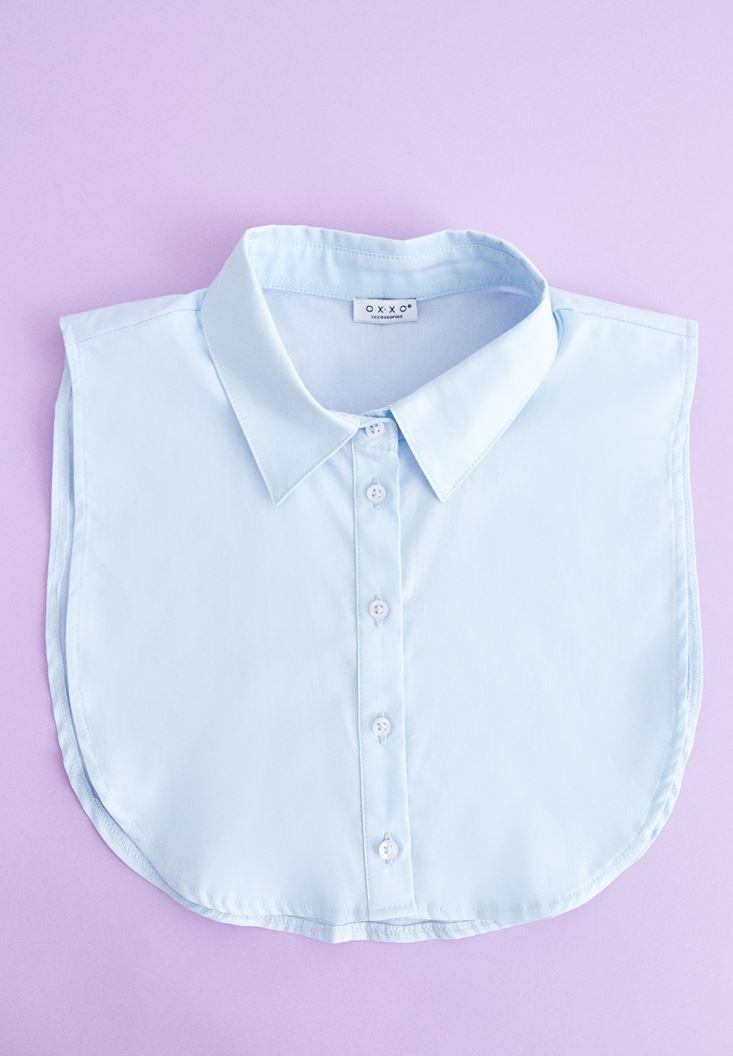 Mavi Düğmeli Gömlek Yakası